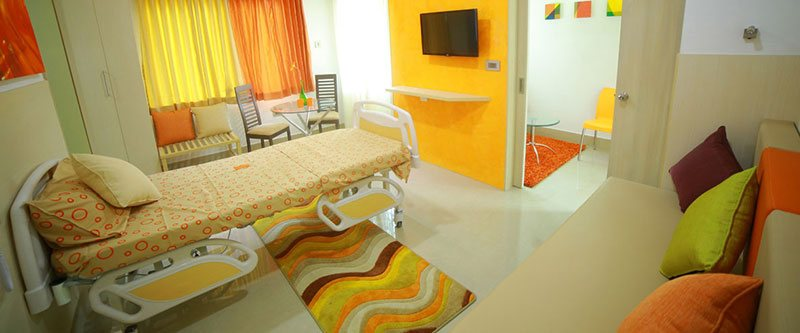 mom-premium-women's-hospital-deluxe-room-1
