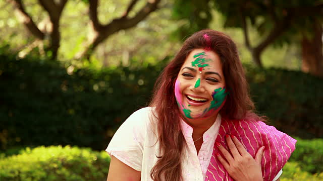 Pregnant Women Holi Tips